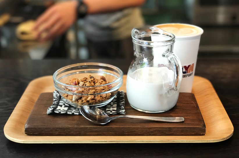 brooklyn-roasting-company-kitahama-osaka-japan-granola-almond-mylk-latte-coffee